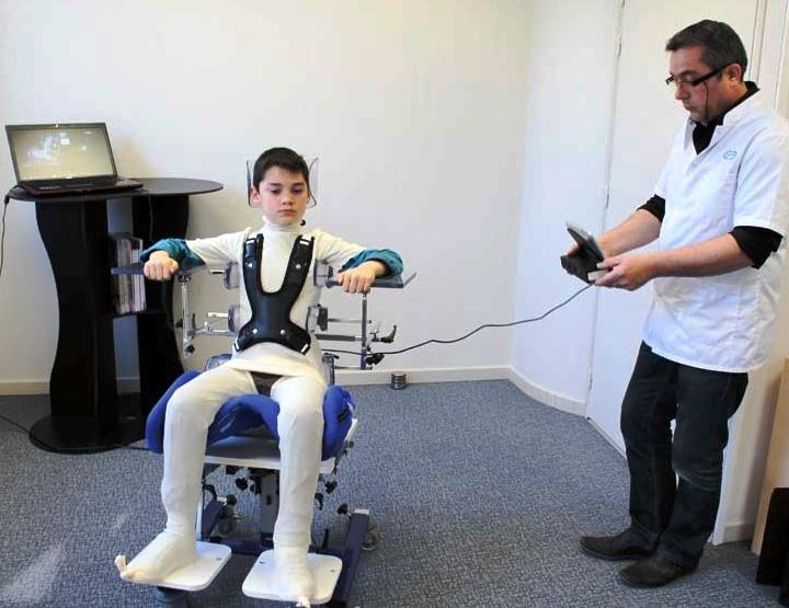 El sistema de medición Ortho'Spa disponible en centros Ortoprono permite el escaneado del cuerpo sobre una silla.